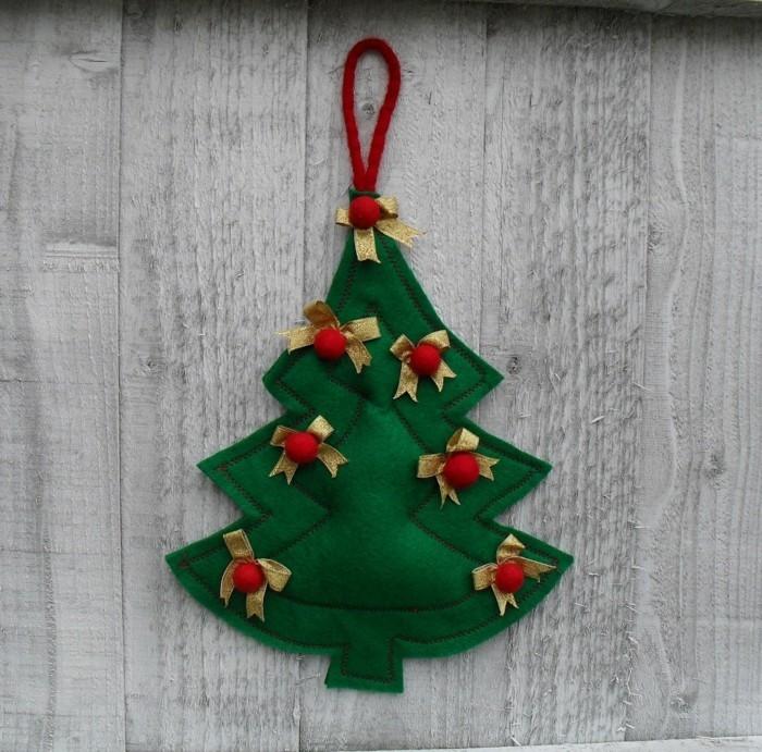 weihnachtsdeko nähen grüner tannenbaum geschmückt weihnachtsbaumanhänger