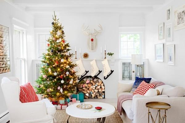 weihnachtskamin dekorieren deko holz und schlitten