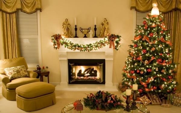 weihnachtskamin weihnachtsdeko girlasnde mit roten und leuchtenden elementen