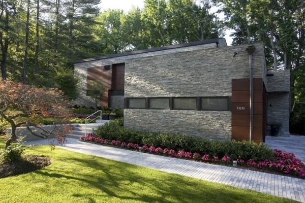 zweifarbiges Hausdesign mit Granitplatten