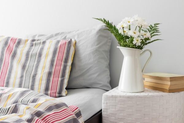 Besser schlafen Schlafzimmer Relax-Zone Blumen Duft frisch