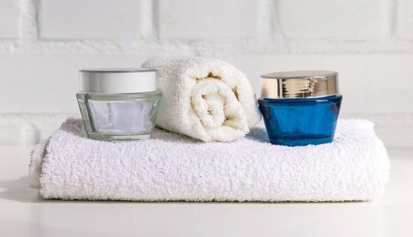 Besser schlafen gute Kosmetik Nachtkreme die Haut hydrieren