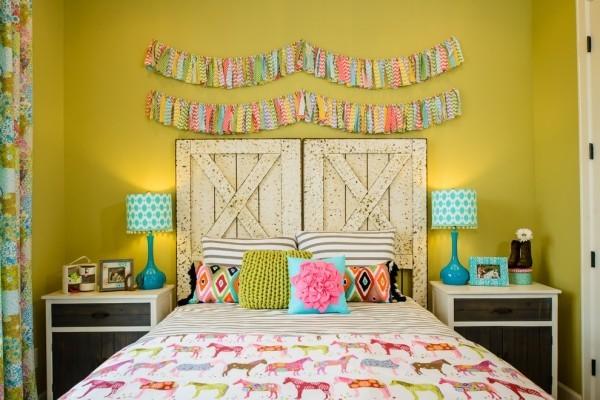 Buntes Zimmer viele Farben Chartreuse dominiert