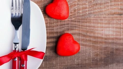 DIY Valentinstag romantische Tischdeko Geschenk schlichte klassische Dekoideen