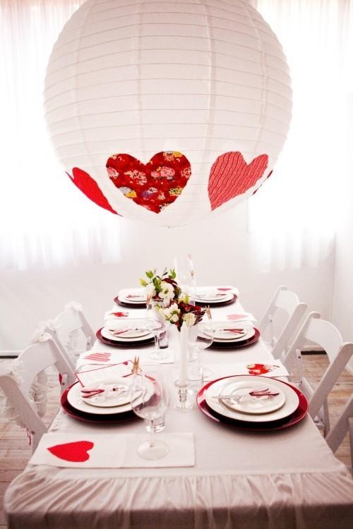 DIY Valentinstag romantische Tischdeko Herzen florale Muster