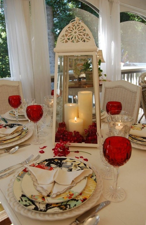 DIY Valentinstag romantische Tischdeko Laterne rote Gläser