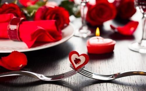 DIY Valentinstag romantische Tischdeko Rot dominierende Farbe