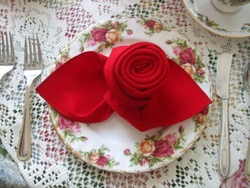 DIY Valentinstag romantische Tischdeko Servietten falten Ideen