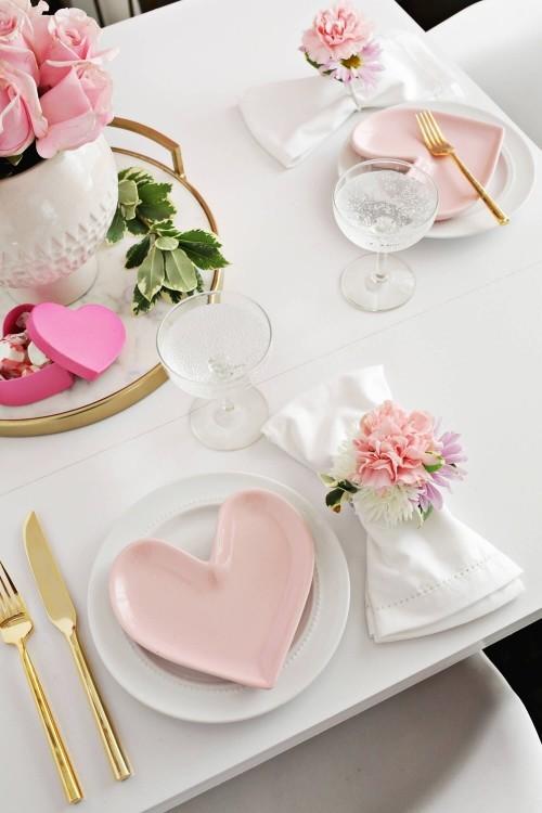 DIY Valentinstag romantische Tischdeko Teller rosa Herzen