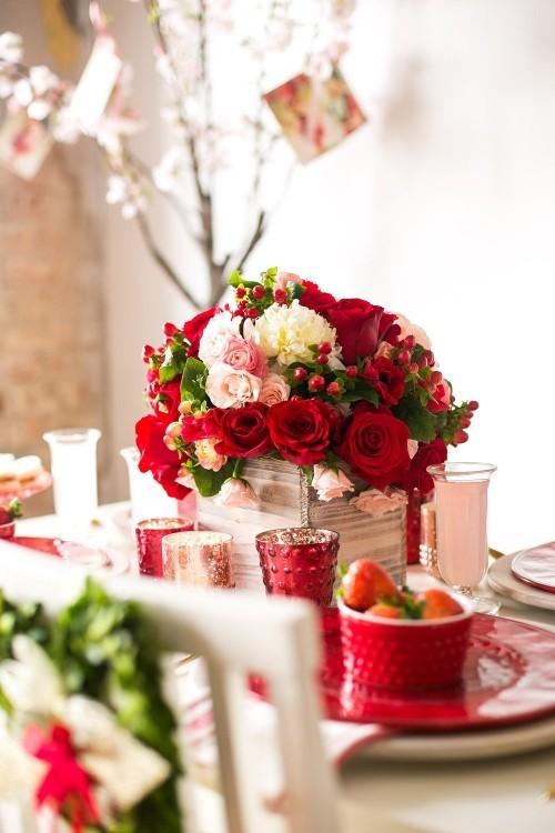 DIY Valentinstag romantische Tischdeko Windlichter rote Rosen