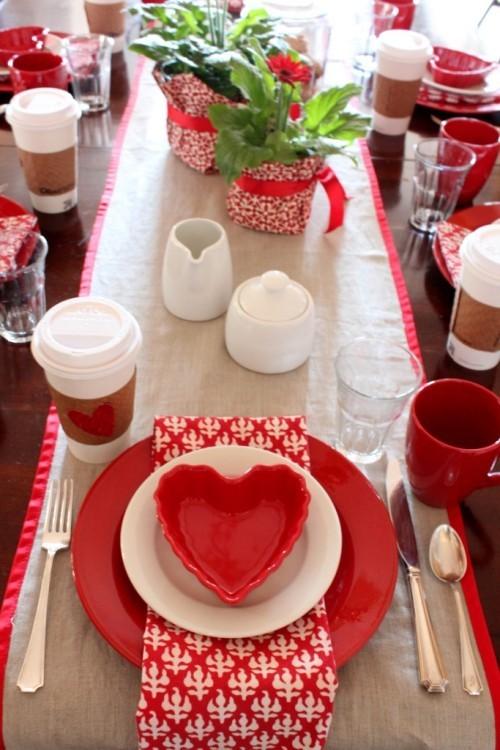 DIY Valentinstag romantische Tischdeko frische dekoideen Rot Weiß