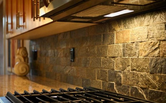Küchenrückwand U2013 Kücheneinrichtung Mit Farben Und Fliesen
