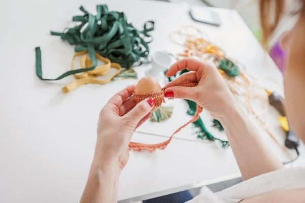 Ostereier deko textil ankleben