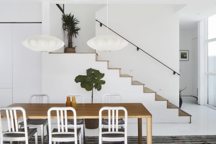 Traumhaus inneneinrichtung tisch und treppenhaus