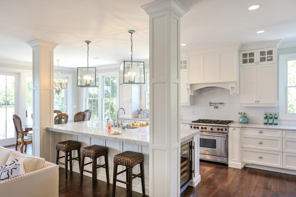 Weiße Küche kann luxuriös sein und viele andere Pluspunkte haben ...
