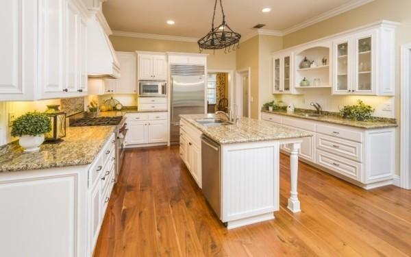 Weiße Küche modern ideen mit kucheninsel