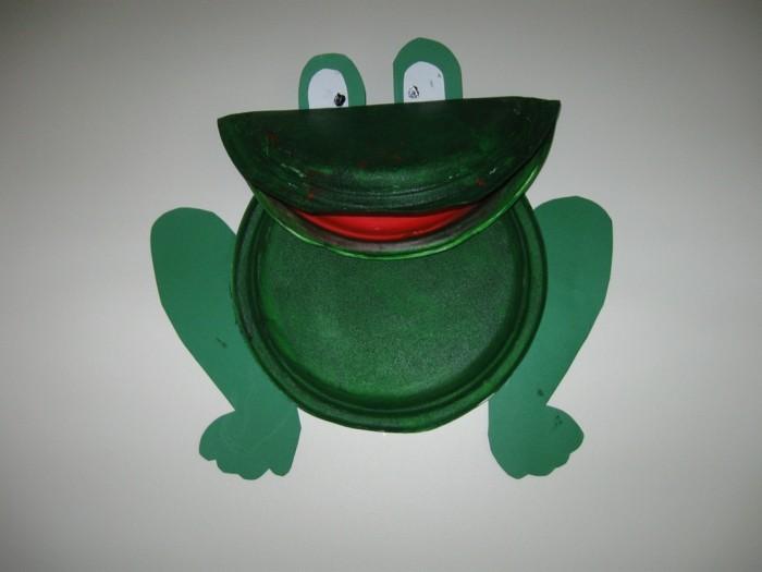 basteln mit papptellern grünen frosch selber machen