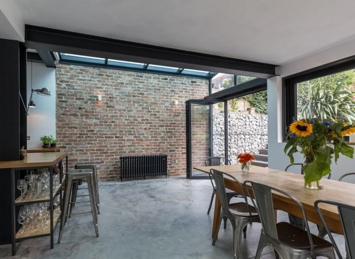 betonboden moderner essbereich schöne tischdeko ziegelwand