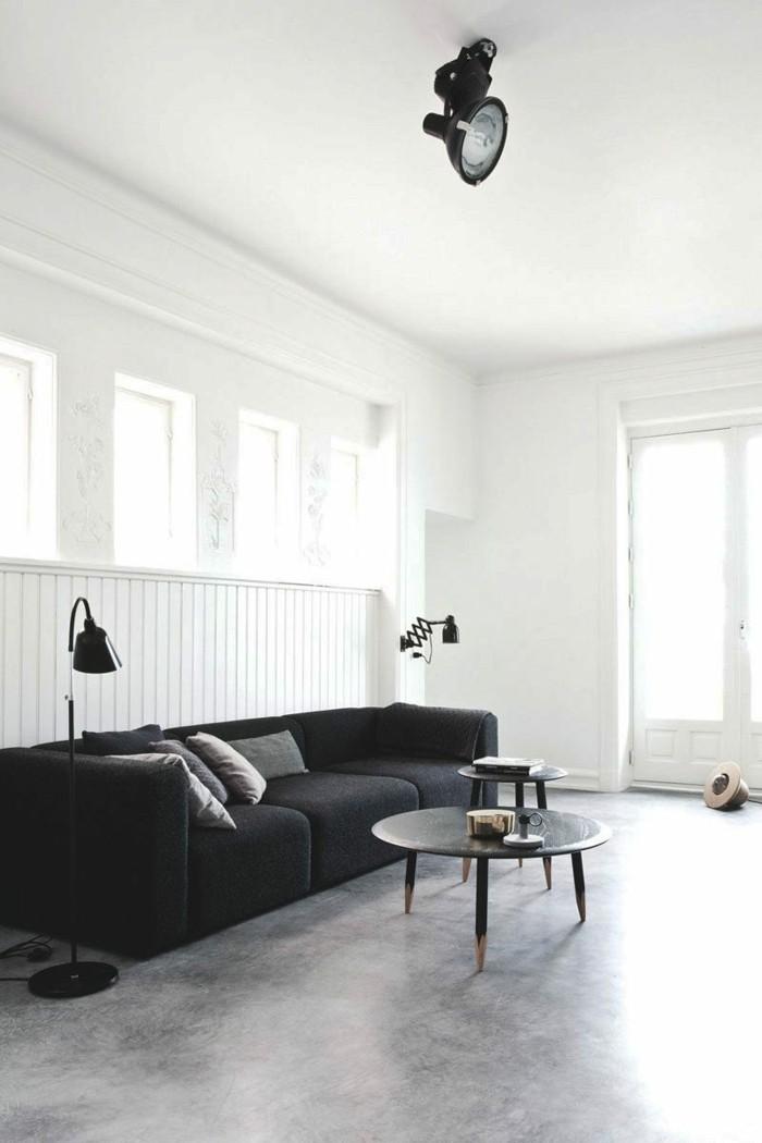 betonboden wohnzimmer minimalistisch schwarzes sofa