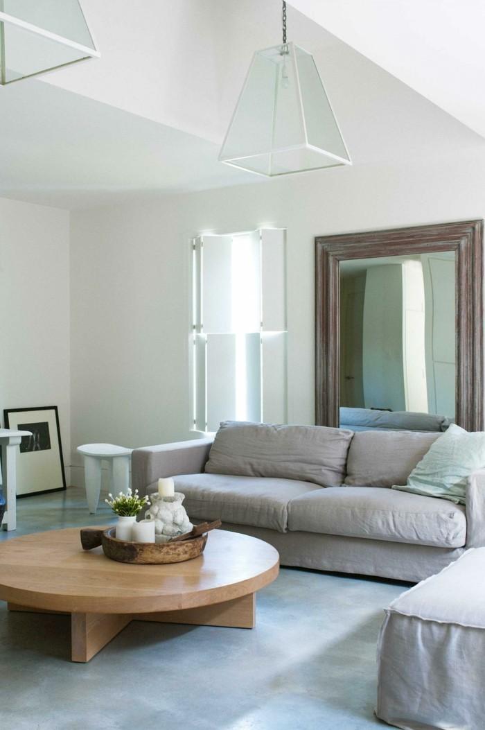 betonboden wohnzimmer runder holztisch landhausstil sofa