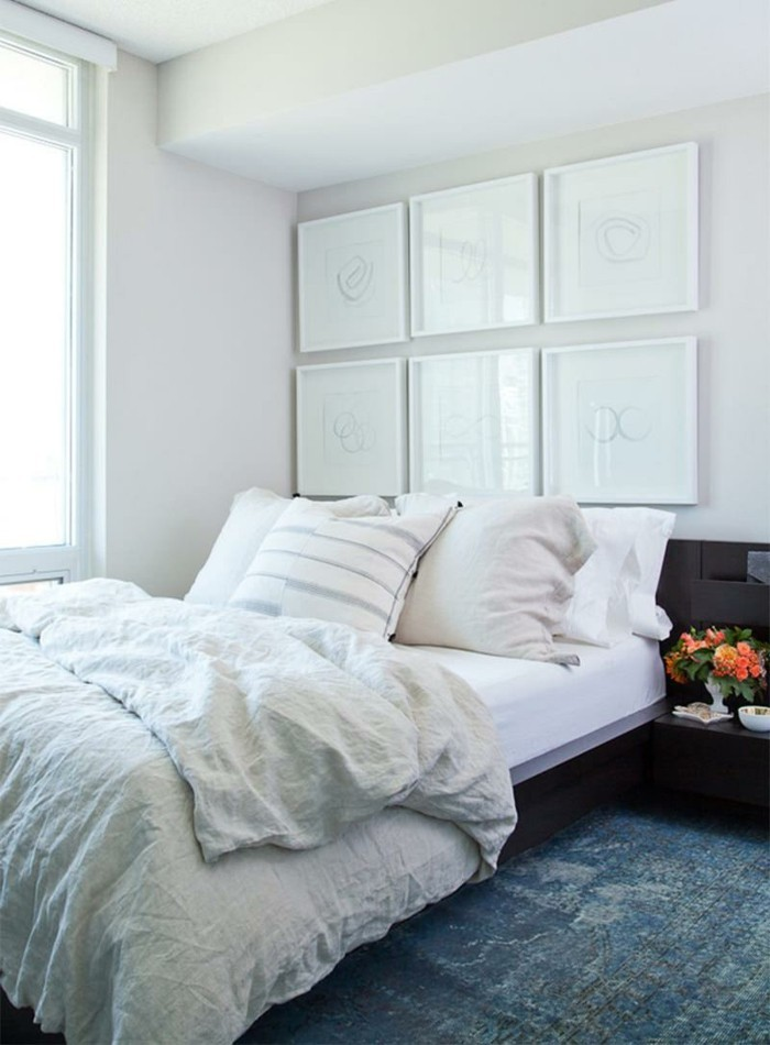 bett ohne kopfteil kleines schlafzimmer gemütlich einrichten teppichboden blumen