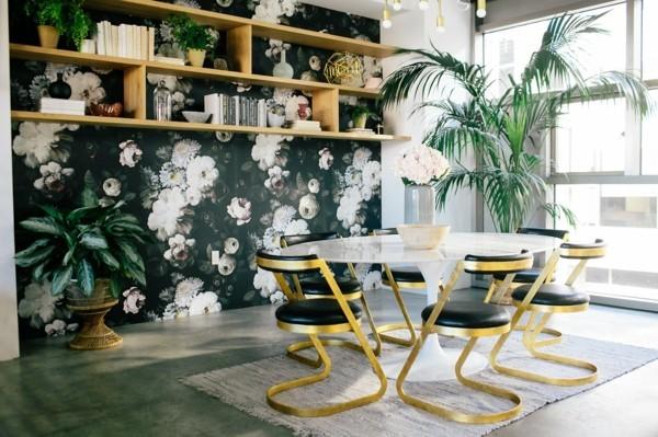 dark floral tapeten mit pfingstrosen wohnzimmereinrichtung