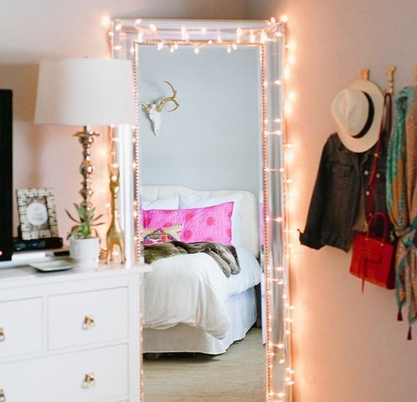 dekoideen mit lichterketten im schlafzimmer wandspiegel
