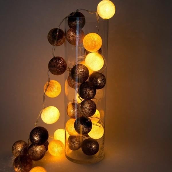 dekoideen mit lichterketten stoffkugeln