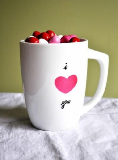diy valentinsgeschenk diy valentinstag tasse mit bonbons bunt