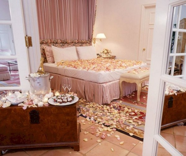 diy valentinstag bett schlafzimmer dekorieren mit rosen