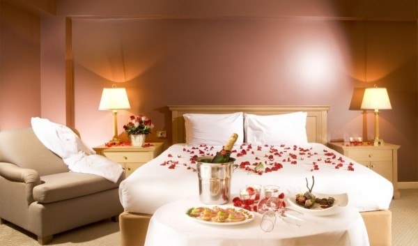 diy valentinstag schlafzimmer dekorieren rosenblätter