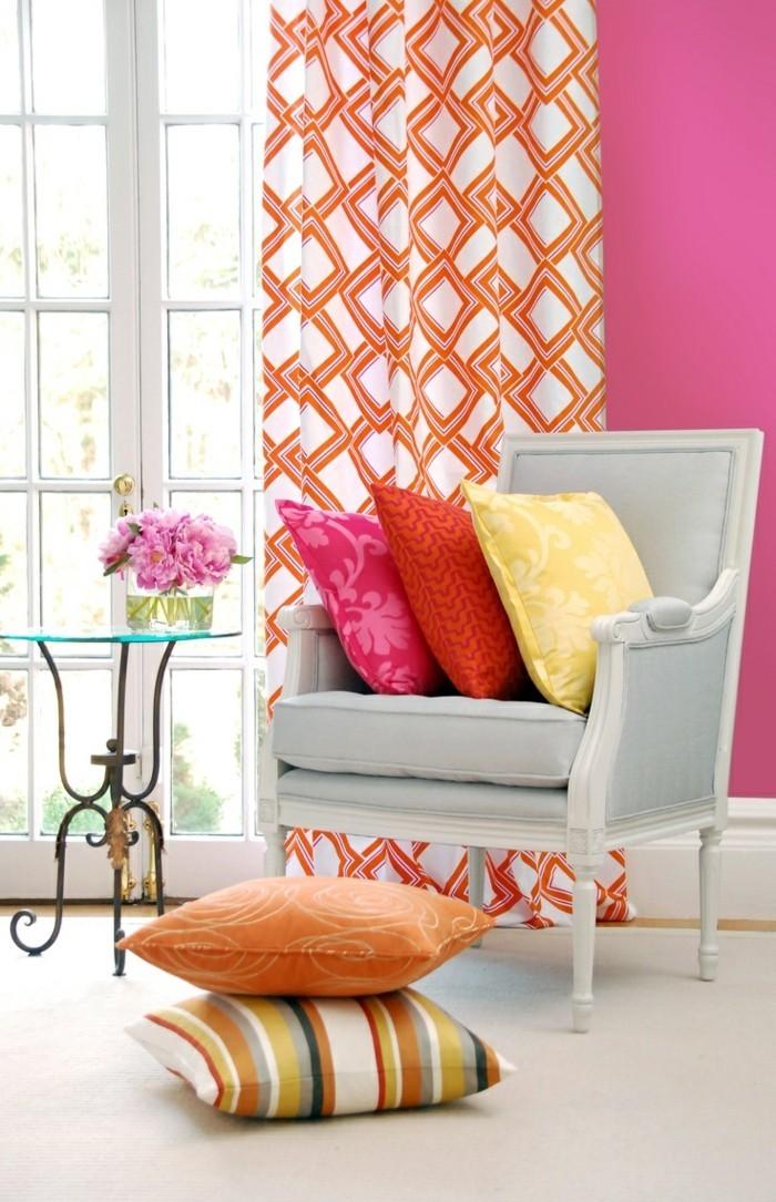 farbgestaltung tangerine trandfarbe orange kissen