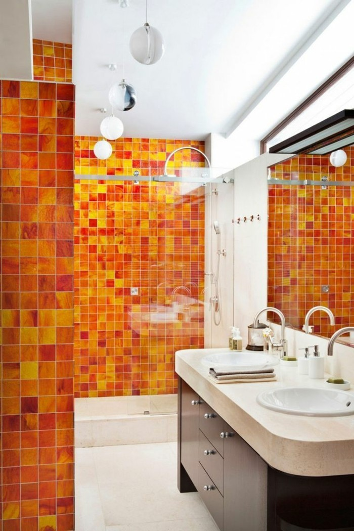 farbgestaltung tangerine trandfarbe sommer ideen 70er beispiele badezimmer