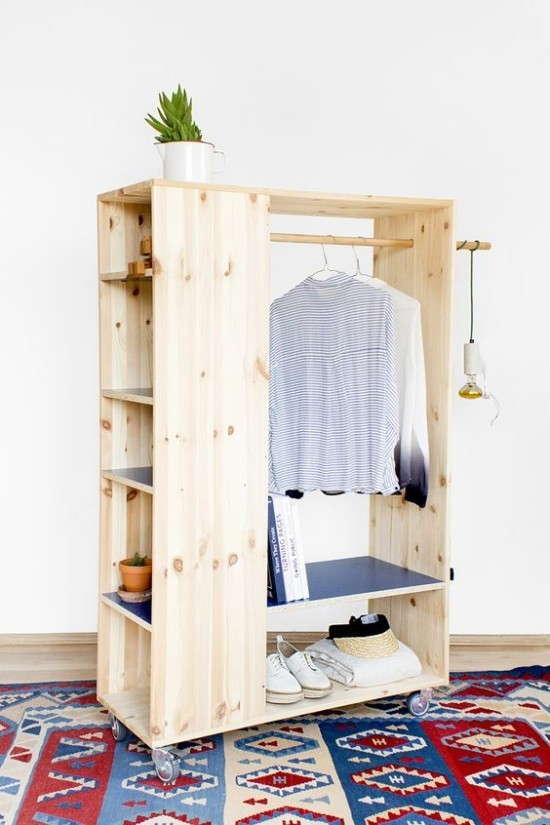 22 diy ideen wie man garderobe aus paletten selber bauen kann. Black Bedroom Furniture Sets. Home Design Ideas
