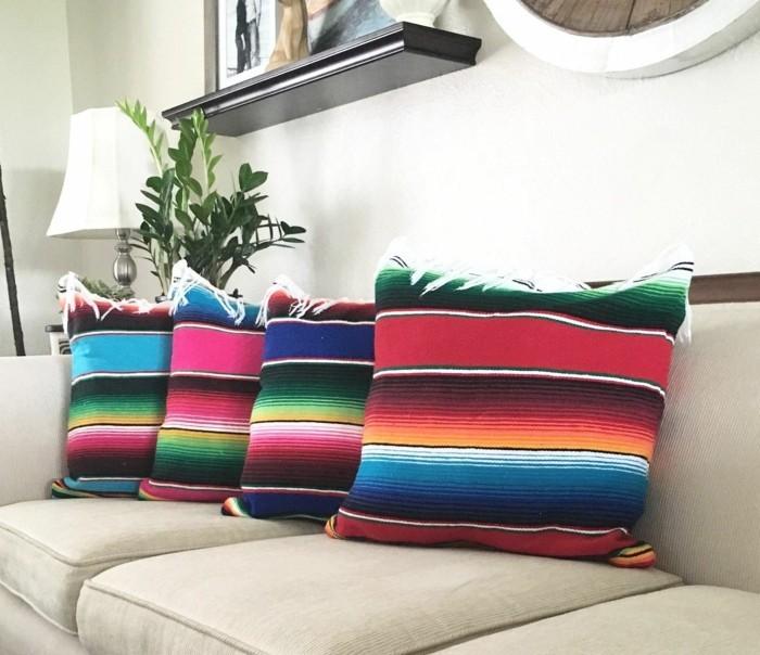 gestreifte dekokissen sofa fransen wohnzimmer einrichten