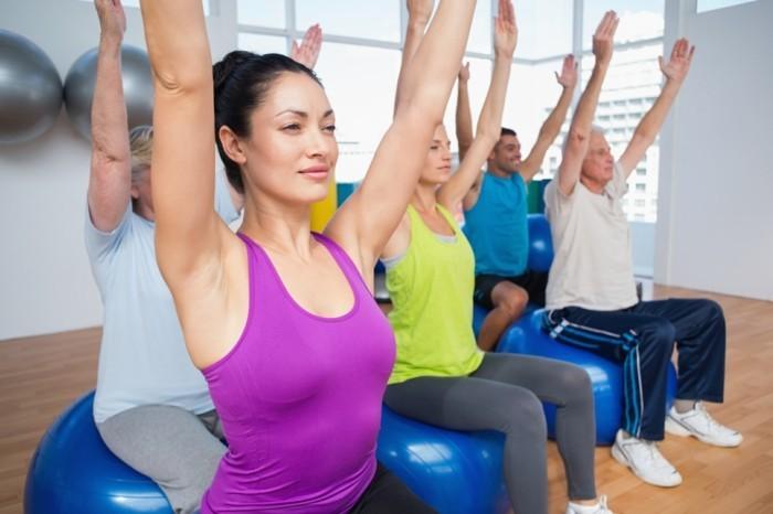 gymanstik muskel rücken gymnastikball workout sitzball