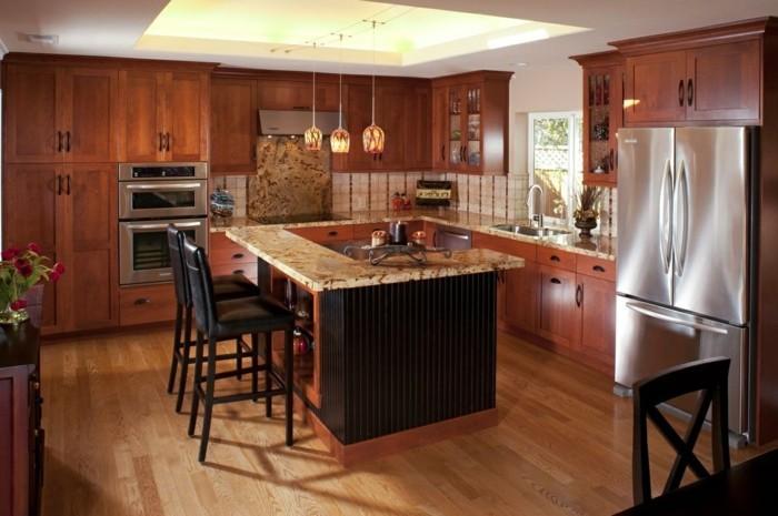 holzküche elegante küche viel stauraum schwarze kücheninsel