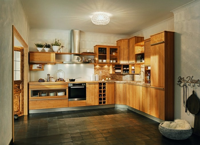 holzküche funktionale küche holzoptik dunkle bodenfliesen