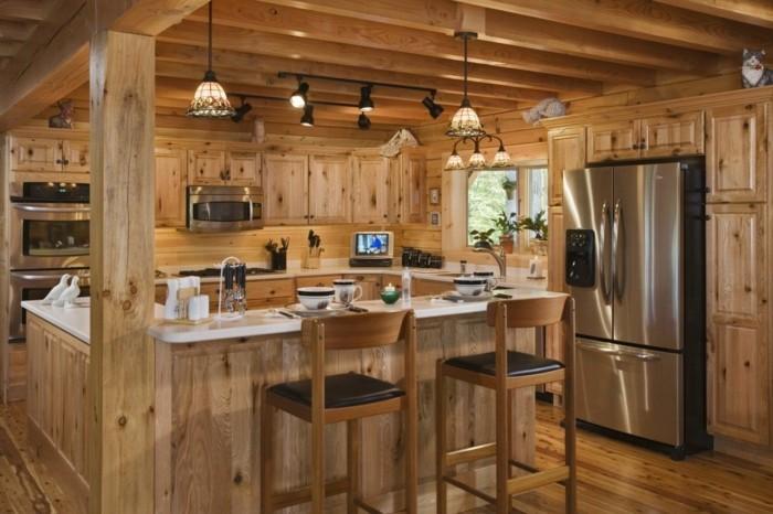 holzküche gemütliche landhausküche kücheninsel große arbeitsfläche