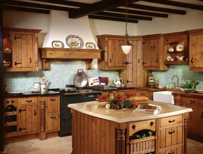 holzküche gemütliche landhausküche kleine freistehende kochinsel holzbalken