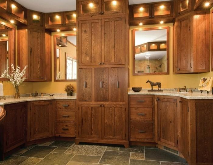 holzküche hölzerne küchenschränke gelbe wandfarbe