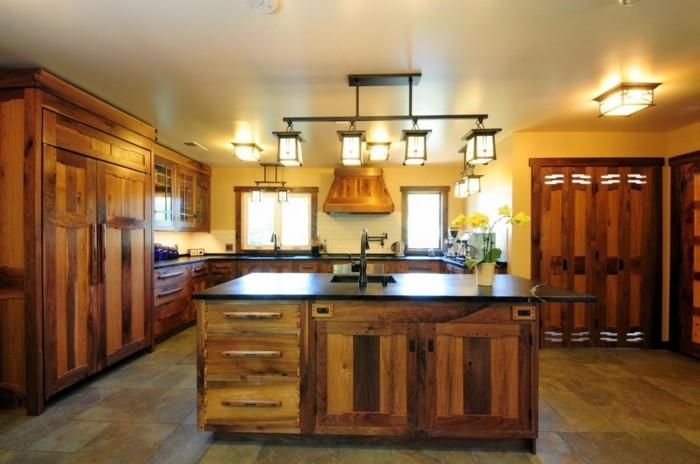 holzküche landhausstil helle wände