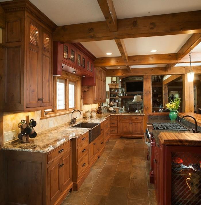 holzküche warme farben bodenfliesen