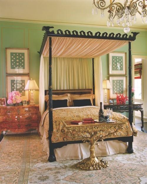 ideen schlafzimmer eklektisch ausgefallenes himmelbett antike kommode