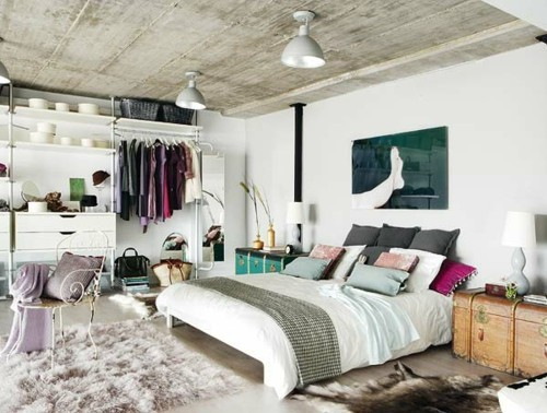 ideen schlafzimmer eklektisch elegante dekokissen weicher teppich