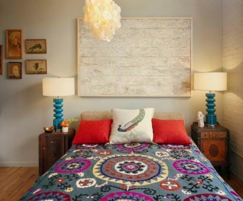 ideen schlafzimmer eklektisch farbige bettdecke schöne wanddeko