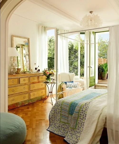 ideen schlafzimmer eklektisch frische stoffmuster alte kommode