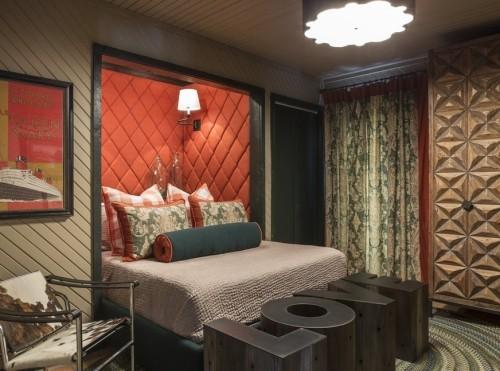 ideen schlafzimmer eklektisch kuhfellsessel dunkle farben