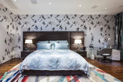 ideen schlafzimmer eklektisch modernes bett niedliche tapete farbiger teppich