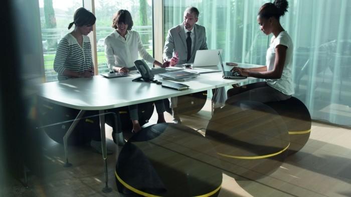 innovatives ergonomisches sitzen im büro gymnastikball sitzball